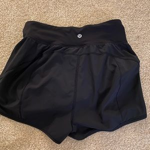 Lululemon Lean In shorts. Size 6.